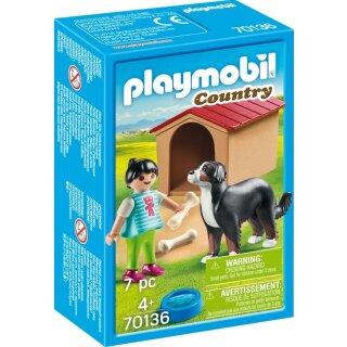 Hofhund mit Hütte