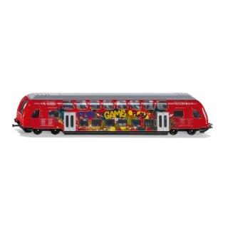 SIKU 1791, Doppelstock-Zug, 1:87, Metall/Kunststoff, Rot, Graffiti-Optik, Kompatibel mit anderen SIKU Spielzeugen (ABVK)